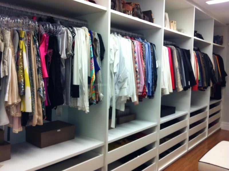 Fotos organize seu closet organize seu guarda roupa for Modelos de zapateras para closets